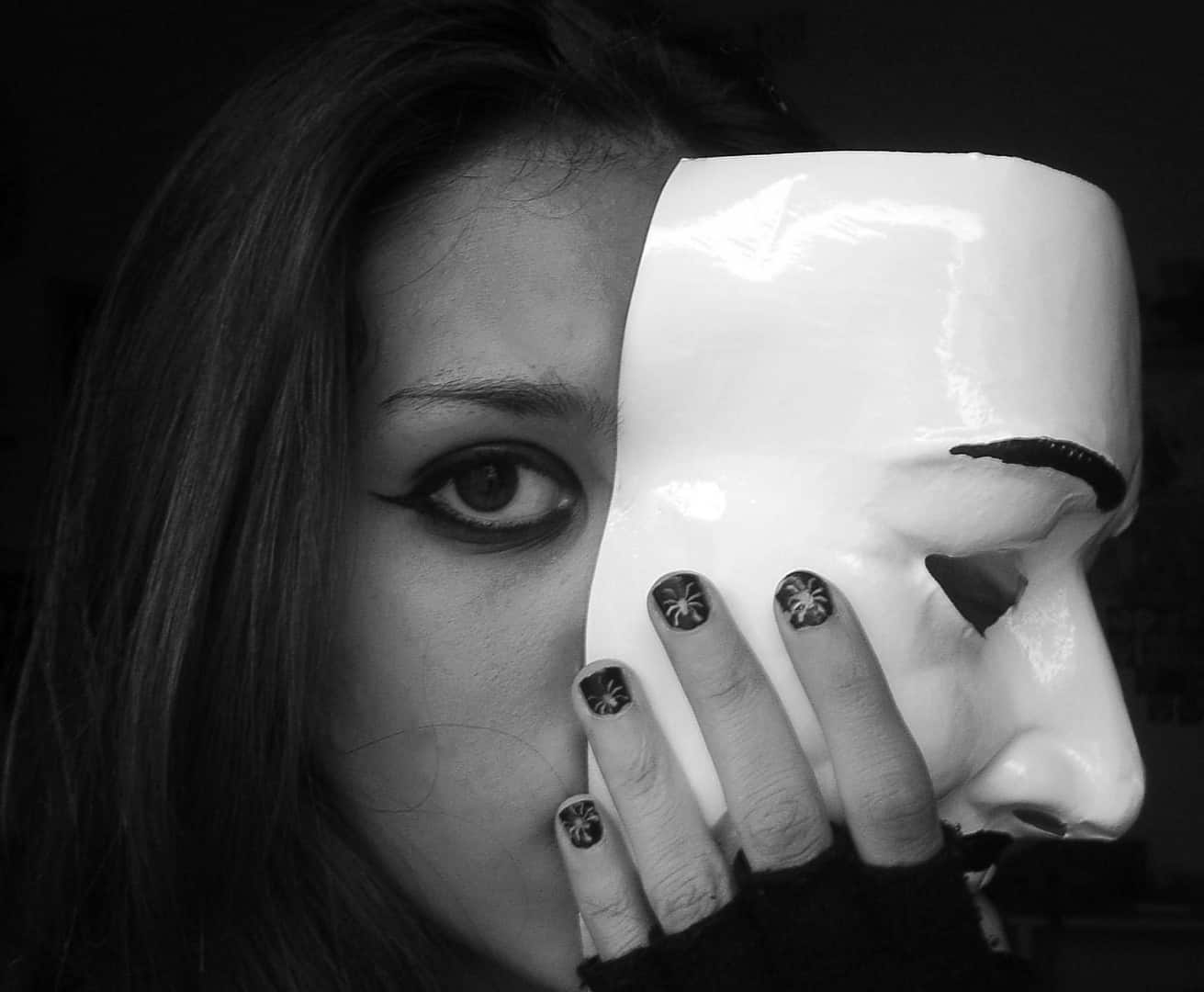 Démasquer l ego : comment enlever le masque et revenir à soi